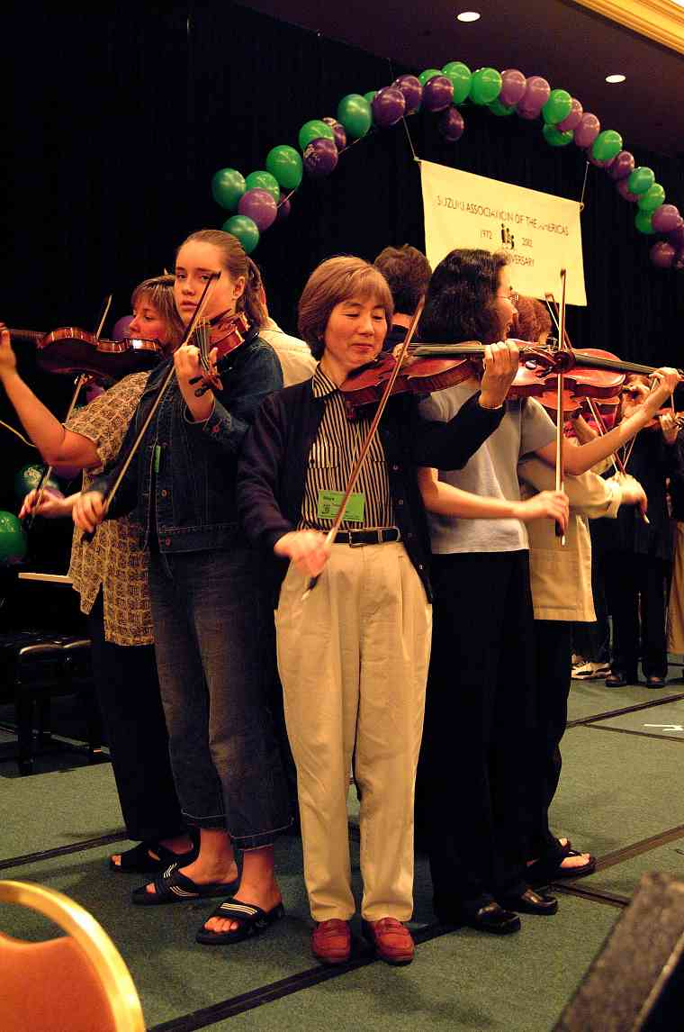 Violin class demonstration at the 2002 SAA Conference