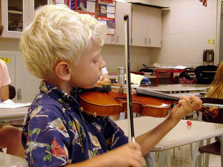 Violin student at Greater Pittsburgh Suzuki Institute