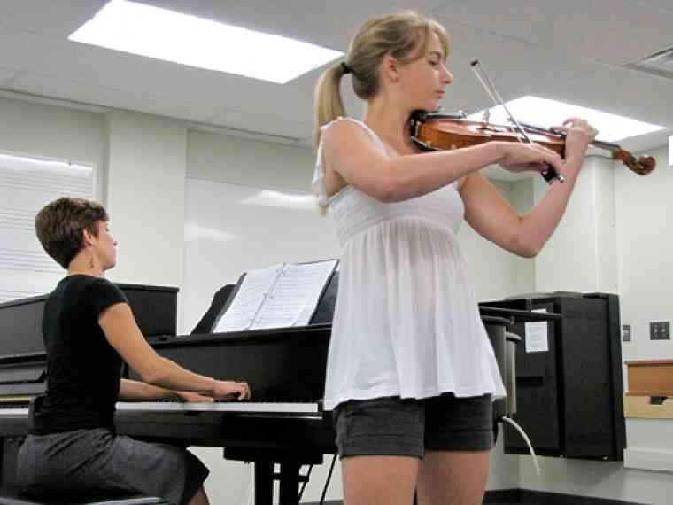 Violin student at Southwestern Ontario Suzuki Institute