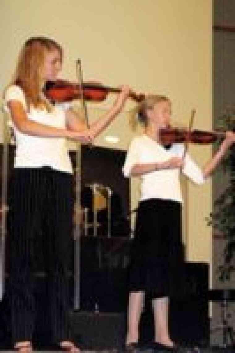Violin students at Idaho Suzuki Institute