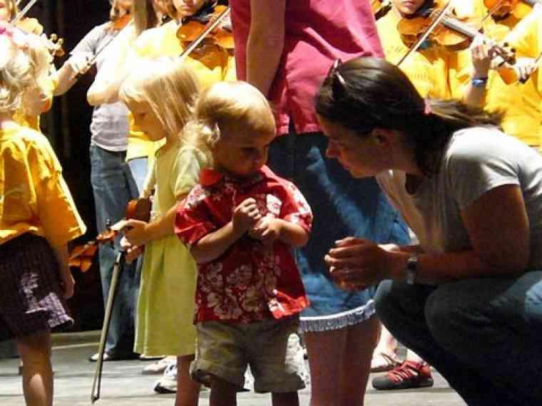 Violin group class at Suzuki Music Columbus