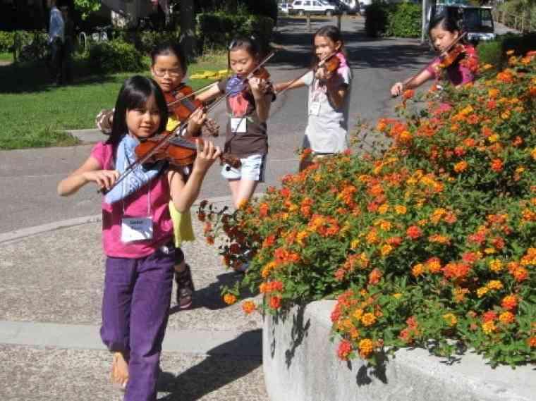 Violins on parade at Advanced Suzuki Institute at Stanford