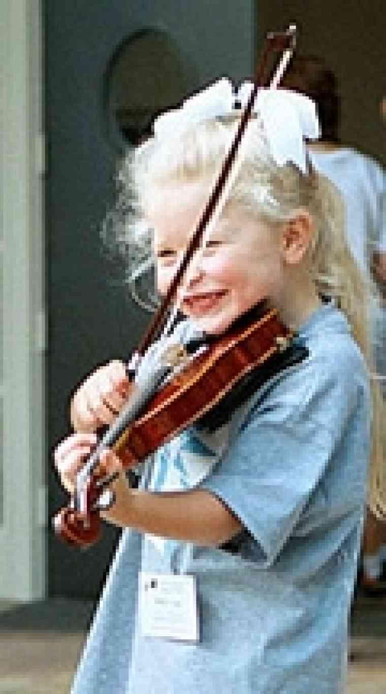 Violin student at South Carolina Suzuki Institute