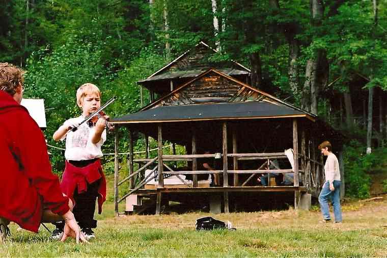 Outdoor violin lesson at Ogontz Suzuki Institute