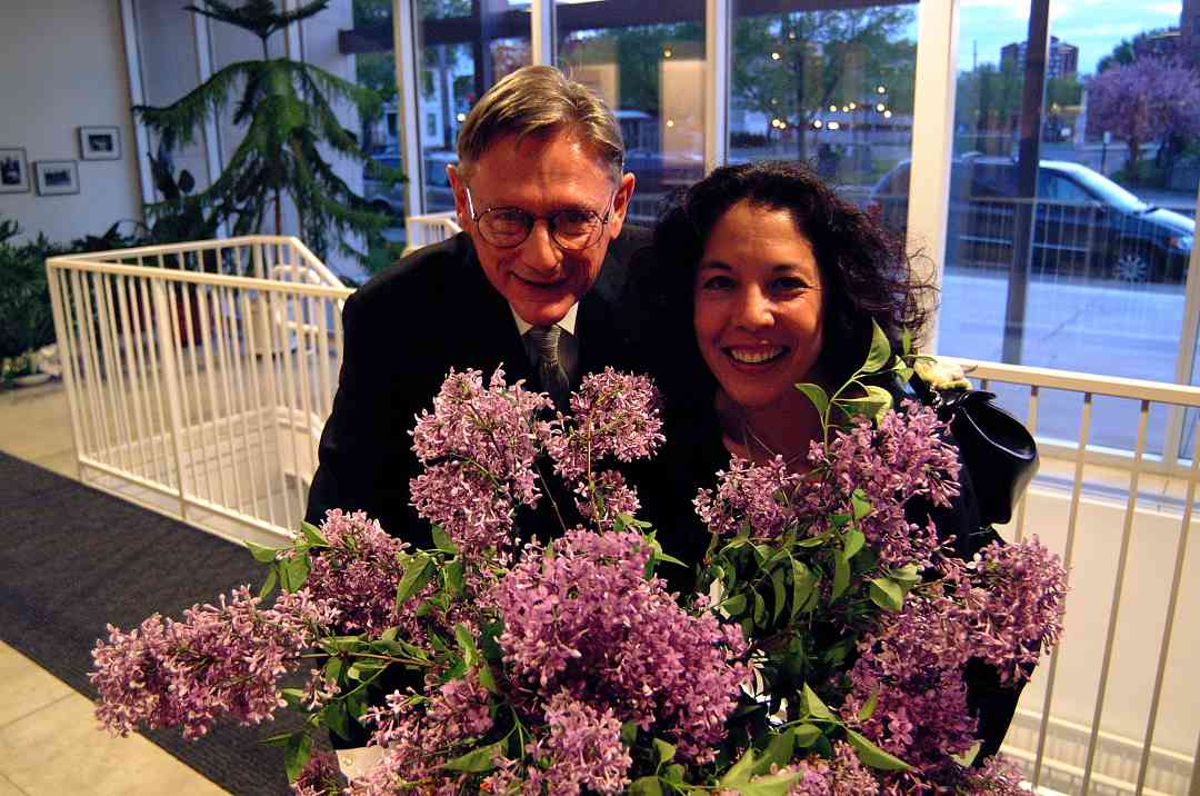 William Preucil and Michiko Yurko with flowers at the 2002 SAA Conference