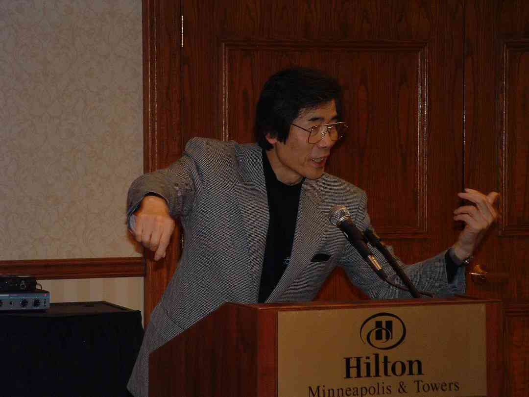 Toshio Takahashi speaks at the 2004 SAA Conference
