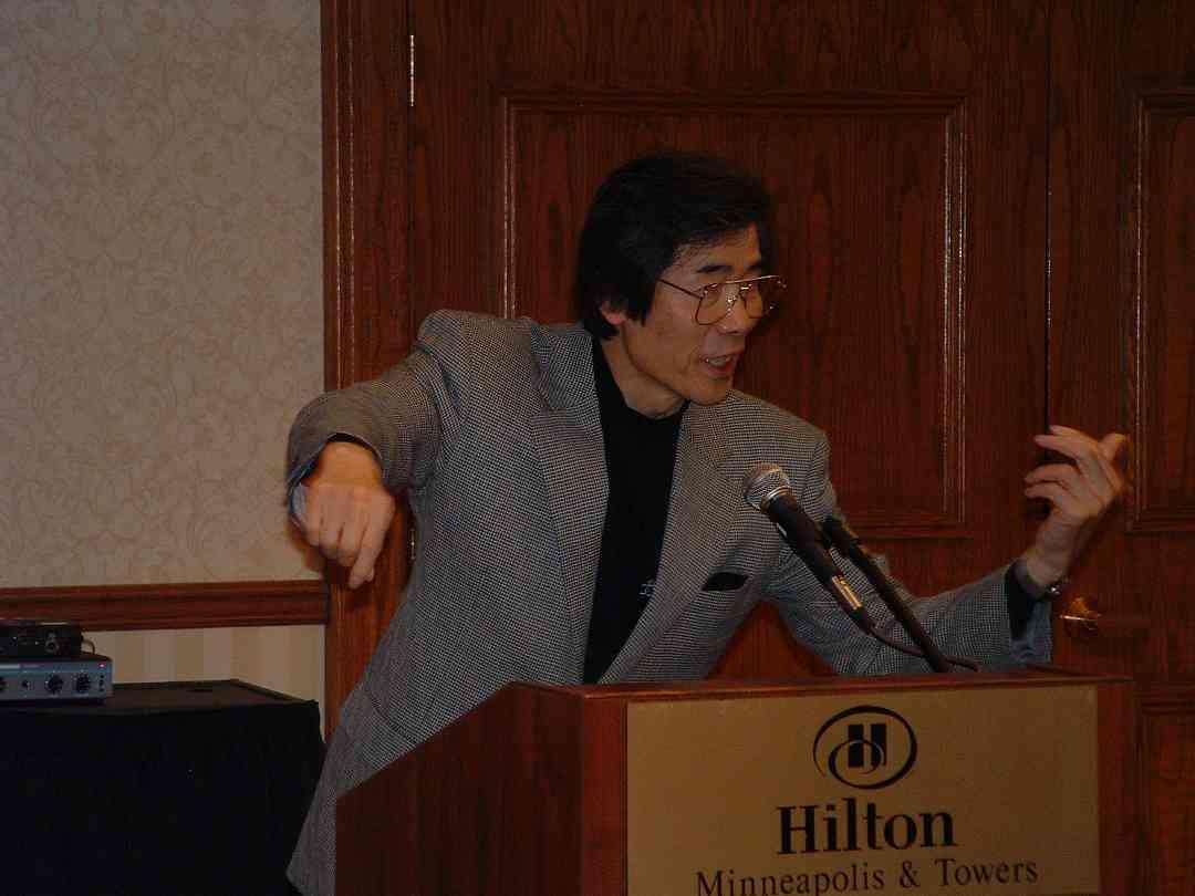 Toshio Takahashi speaks at the 2004 SAA Conference