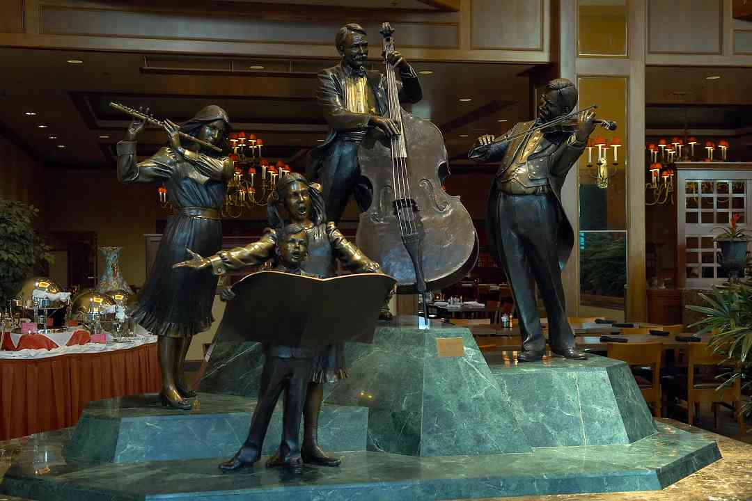 Musician statues in the Hilton hotel lobby at the 2006 SAA Conference