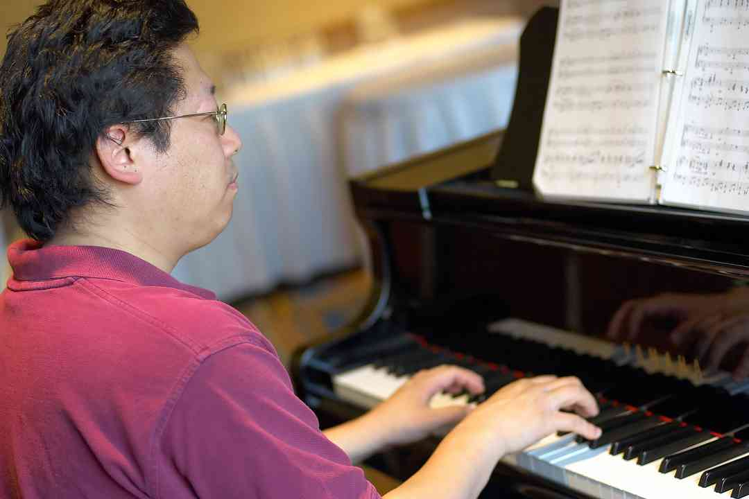 Keynote speaker Brian Chung practices the piano at the 2006 SAA Conference