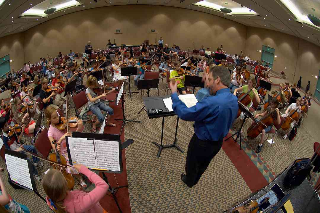 SYOA rehearsing with Robert Gillespie at the 2006 SAA Conference