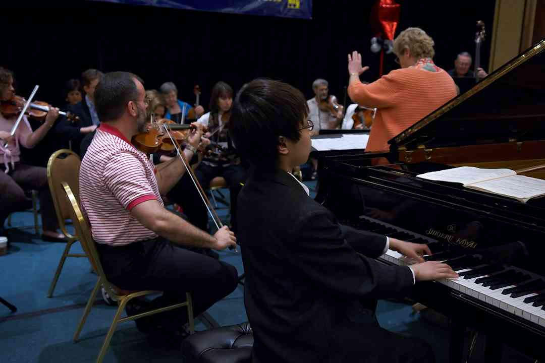 "Xinran ""Ryan"" Liu rehearses with the with the teachers orchestra at the 2006 SAA Conference"