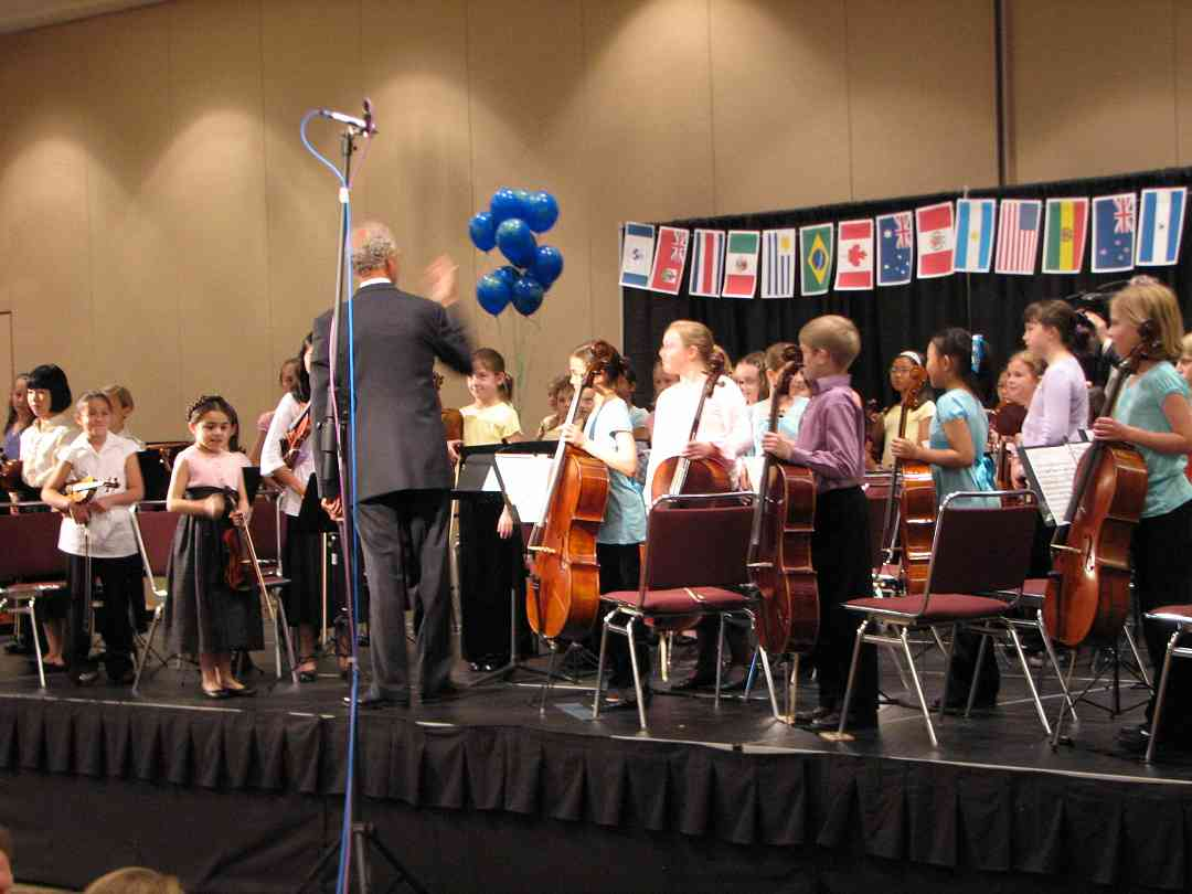 Daniel Long conducts Youth Orchestra 1 at the 2008 SAA Conference