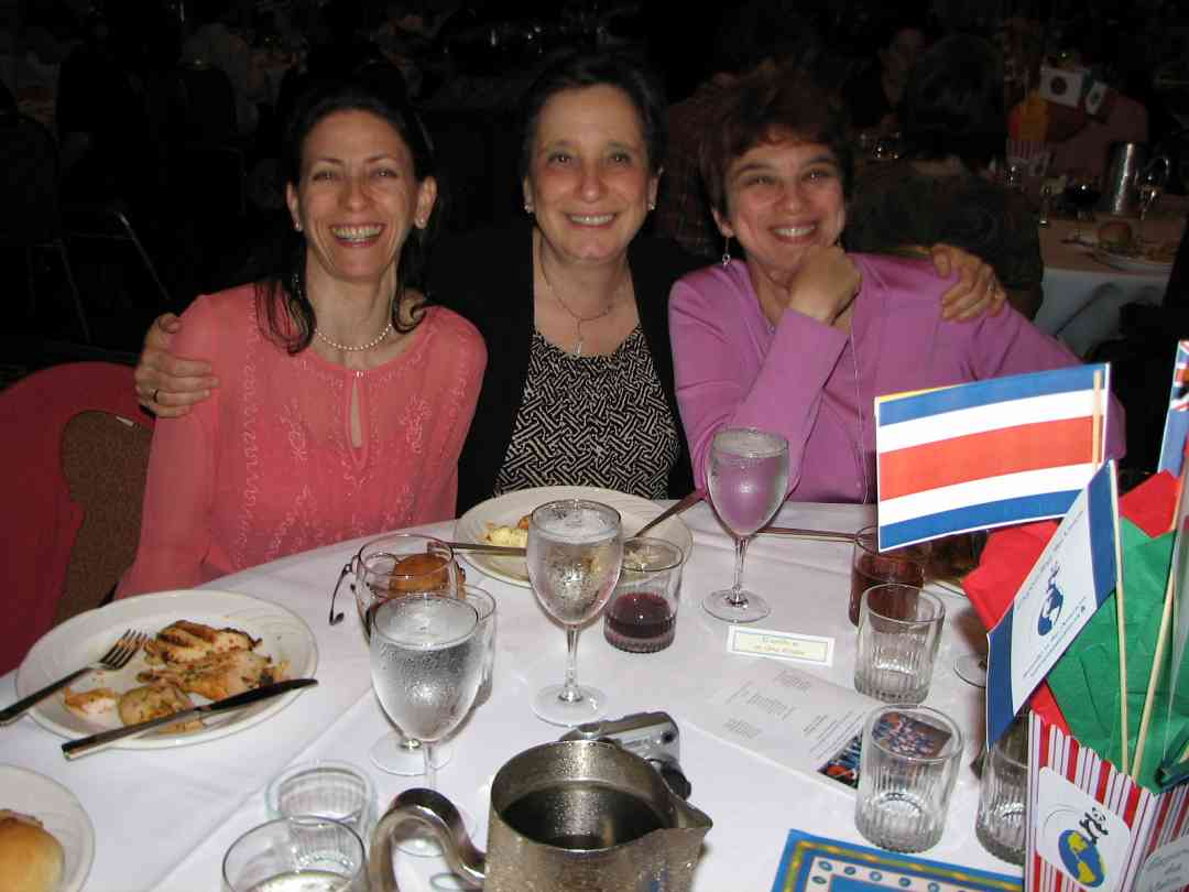 Smiling Suzuki friends celebrate Suzuki history at the 2008 SAA Conference