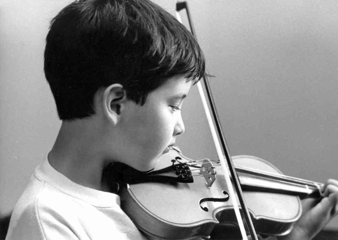 Violin student at Oregon Suzuki Institute