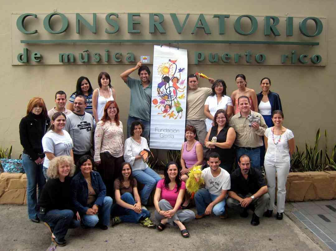 Fundación y conservatorio workshop participants in Puerto Rico