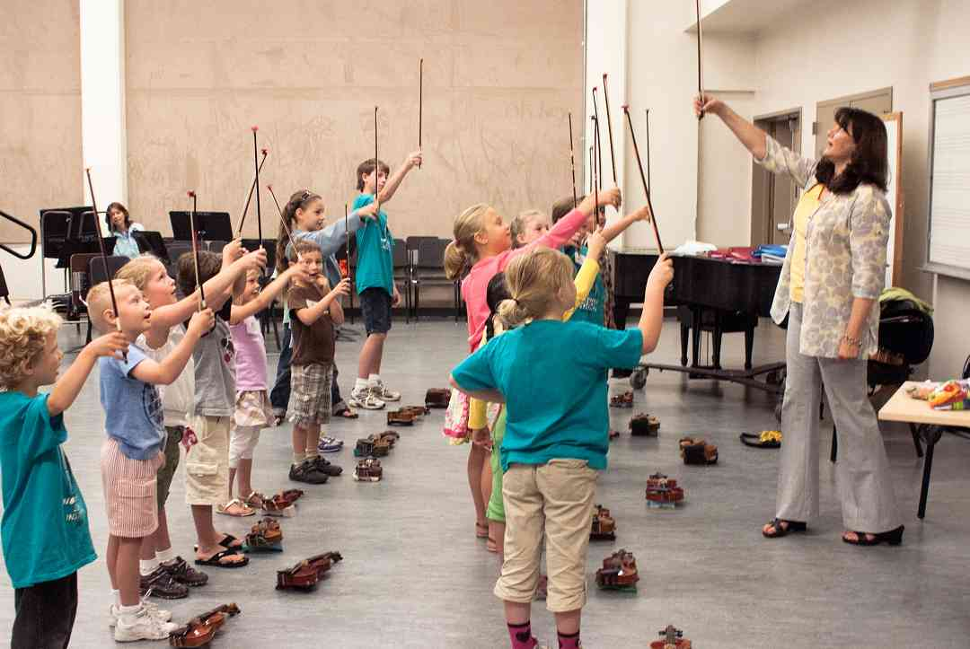 Violin group class at Northwest Suzuki Institute