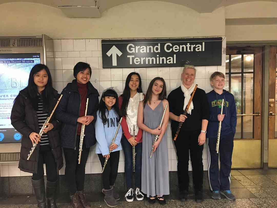 Bach in the Subways (Zara Lawler and students)