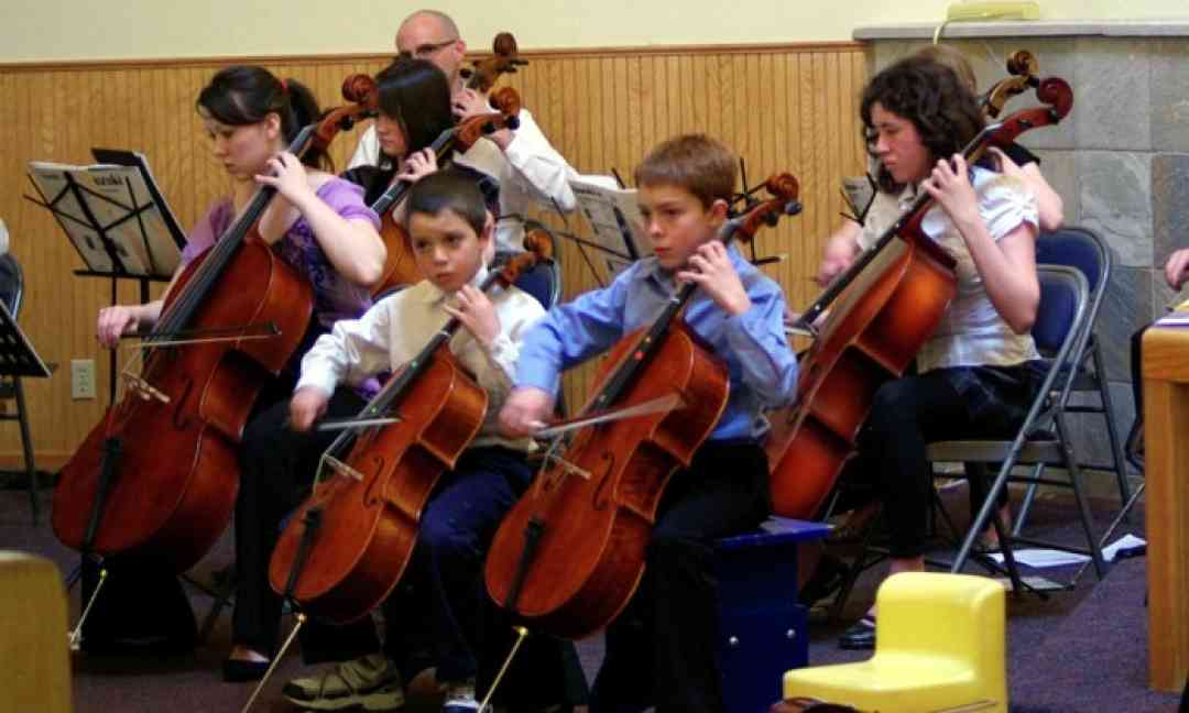 Cello benefit concert for Latin America