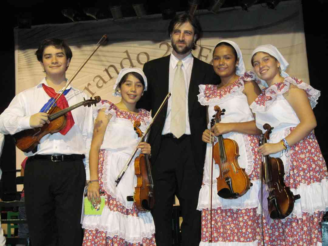 David, an American student of Doris Koppelman with Conductor Dario and Colombian students