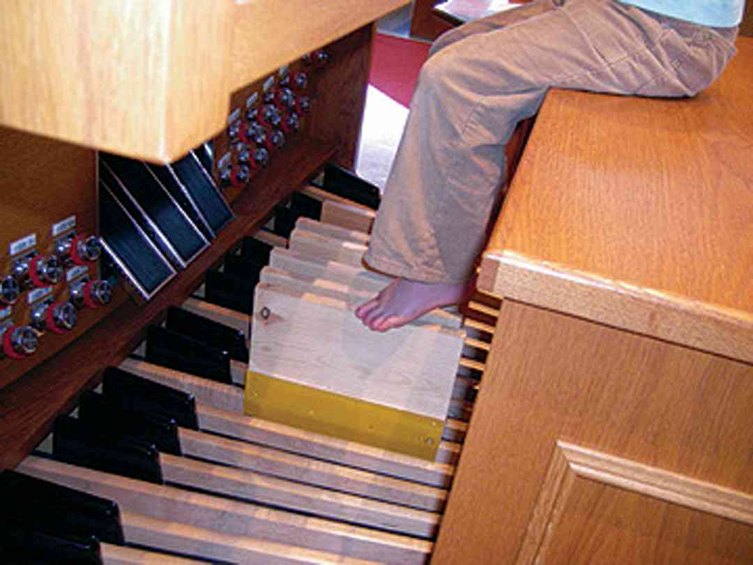 Pedal extenders on an organ