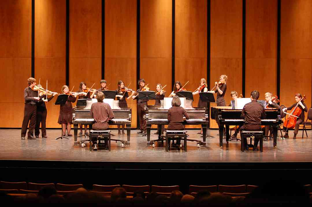 Three piano concerto performance