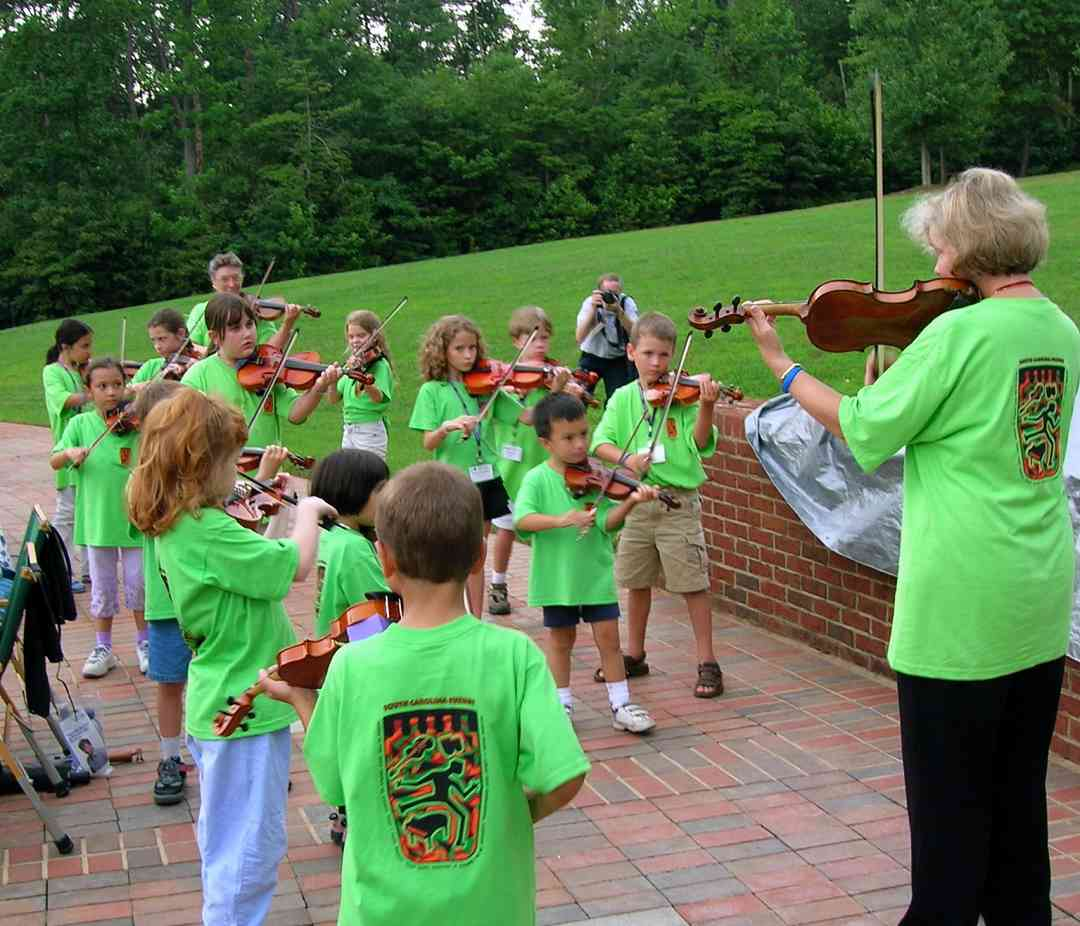 Violin group class at South Carolina Suzuki Institute