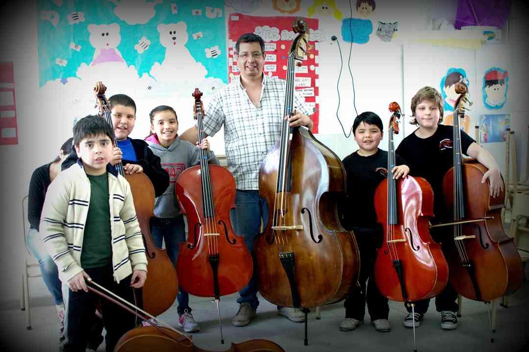 Contrabajo Suzuki: Orquesta Escuela de Florencio Varela. Prof. Sergio Nievas