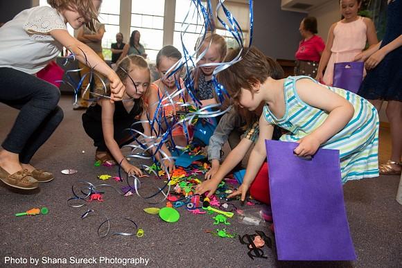Piñata—Toy Grab