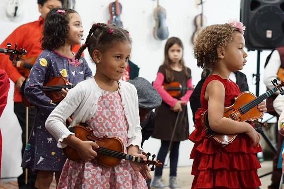 Detroit Youth Volume Violin Art Auction performance