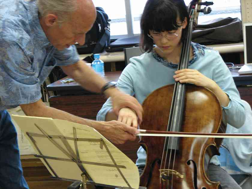Rodney Farrar instructing a masterclass cello student in Japan.