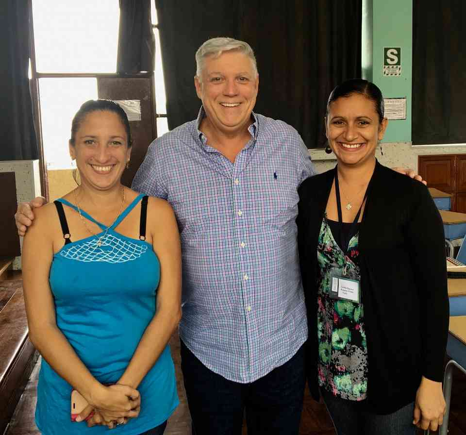 Jana Perdigón and Cecilia Rosales with Edward Kreitman in Lima 2018