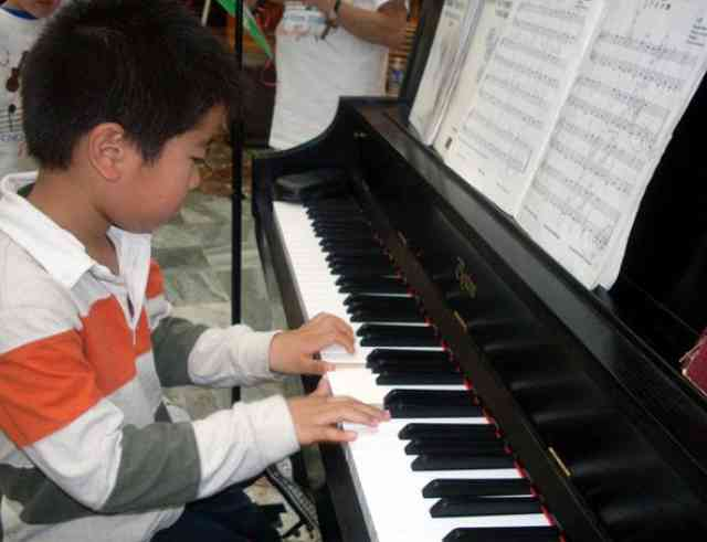 Piano student at Greater New Orleans Suzuki Summer Camp