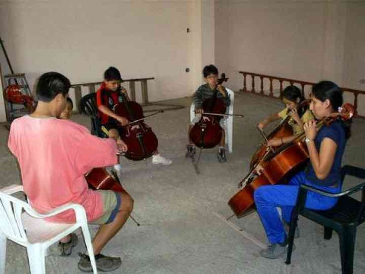 cello group class in Trujillo