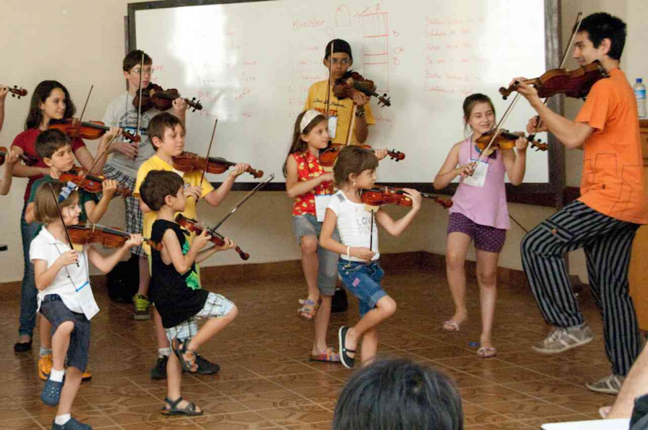Violin group class in Brazil